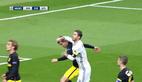 Ramos đánh nguội đối thủ, trọng tài nhắm mắt làm ngơ