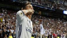 Ăn mừng lạ, Ronaldo kêu gọi CĐV ngừng la ó mình