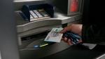 Bỗng dưng tiền bay khỏi tài khoản: Lỗi ải lỗi ai?