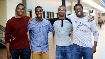 Quyết định bất ngờ của anh em sinh tư cùng đỗ Harvard