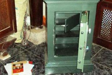 Bắt kẻ 12 lần phá két công đức ở Nghệ An
