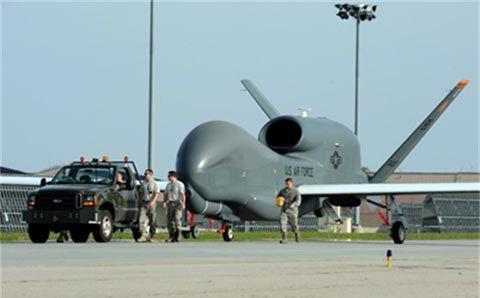 Uy lực của 'ác điều' RQ-4 Global Hawk mà Mỹ điều tới Nhật