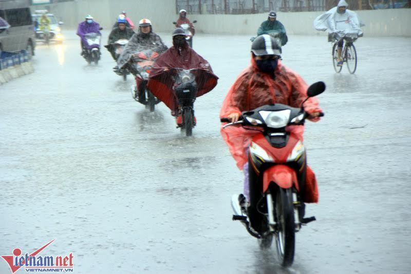 Dự báo thời tiết 4/5: Khí lạnh về, chiều nay miền Bắc mưa rào