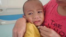 Con trai mắc bệnh u lympho ác tính, bố mẹ nghèo cầu cứu