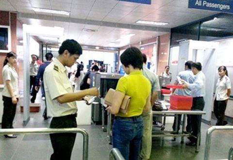 Dùng giấy tờ giả, bị cấm bay 6 tháng