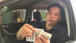 Tài xế xài tiền lẻ thấm nước, vo tròn mua vé BOT qua cầu