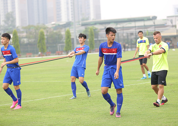 Sắp đấu U20 Argentina, nửa đội U20 Việt Nam phải tập hồi phục