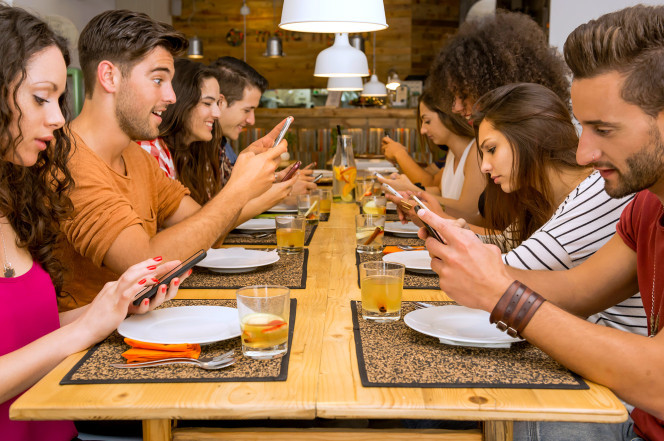 Vì sao ở Mỹ tôi không dùng iphone mà chuyển sang 'cục gạch'?