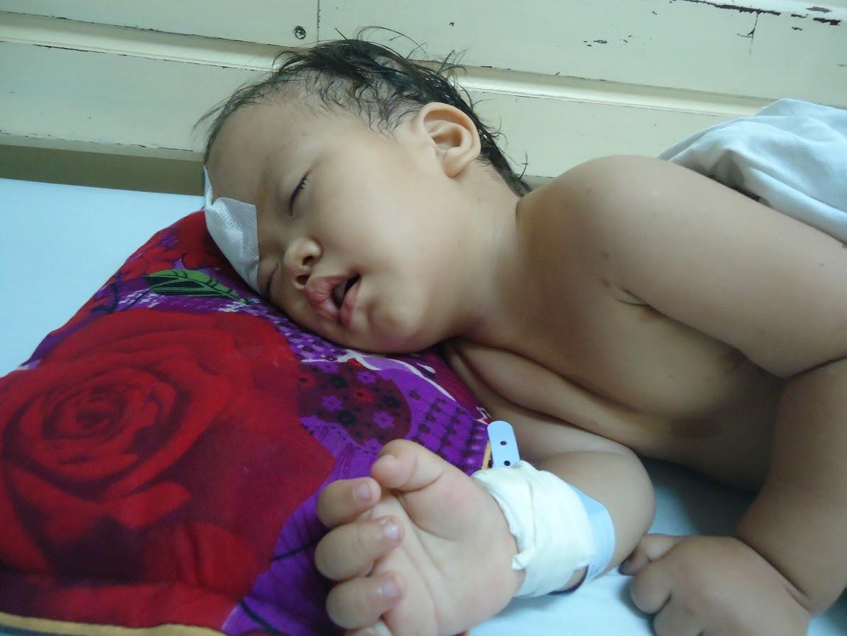 Con trai vừa cắt thận, con gái đã nhập viện cấp cứu vì u não