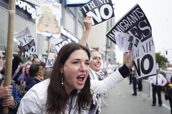 Ông Trump bị phản đối dữ dội khi lần đầu về New York