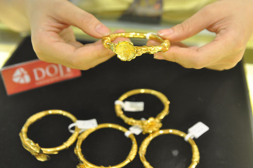 Giá vàng hôm nay 6/5: Vàng đảo chiều tăng giá