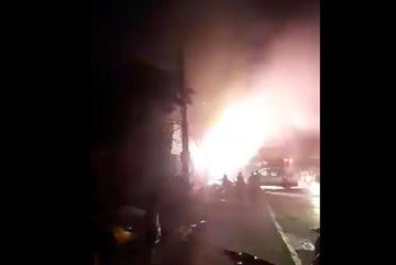 Cháy lớn tại kho hàng trên đường Tam Trinh