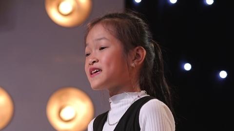 Phần thi của cô bé hát chầu văn Nguyễn Thục Trinh