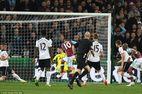Thua đau West Ham, Tottenham giương cờ trắng với Chelsea