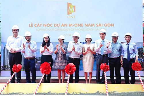 M-One Nam Sài Gòn cất nóc đúng tiến độ