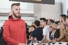 De Gea rời MU, Trung Quốc rải tiền mời Loew
