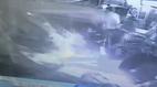Ô tô đâm xuyên tường quán bar, khách hàng tán loạn