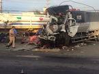 Xe tải đâm đầu kéo biến dạng, tài xế cùng phụ xe tử vong