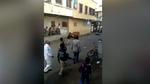 Người đàn ông bị bò điên tấn công giữa phố