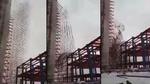 Giàn giáo 35 tầng sập kinh hoàng trong bão