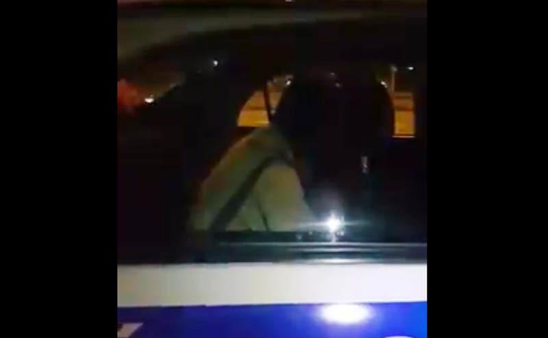 CSGT bị tố đánh dân rồi trốn vào xe đặc chủng