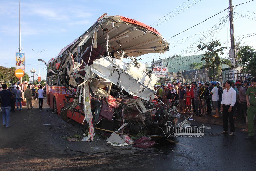 Nhân chứng hoảng sợ kể hành trình điên loạn xe tải đâm xe khách