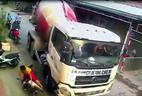 Bất bình cảnh xe bồn ép hai mẹ con ngã ra đường ở Hà Nội
