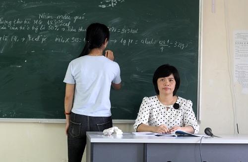 Nữ giảng viên đưa văn học vào môn Hoá