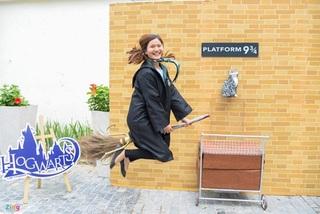 Giới trẻ thích thú hóa thân thành Harry Potter ở phố sách Hà Nội
