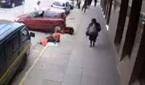 Nữ tài xế đạp nhầm chân ga cán trúng người ngồi vỉa hè