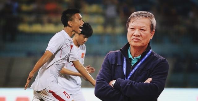 U20 Việt Nam chờ khai hỏa: Ông Tuấn khôn lắm, bác Hải 'lơ' ạ!