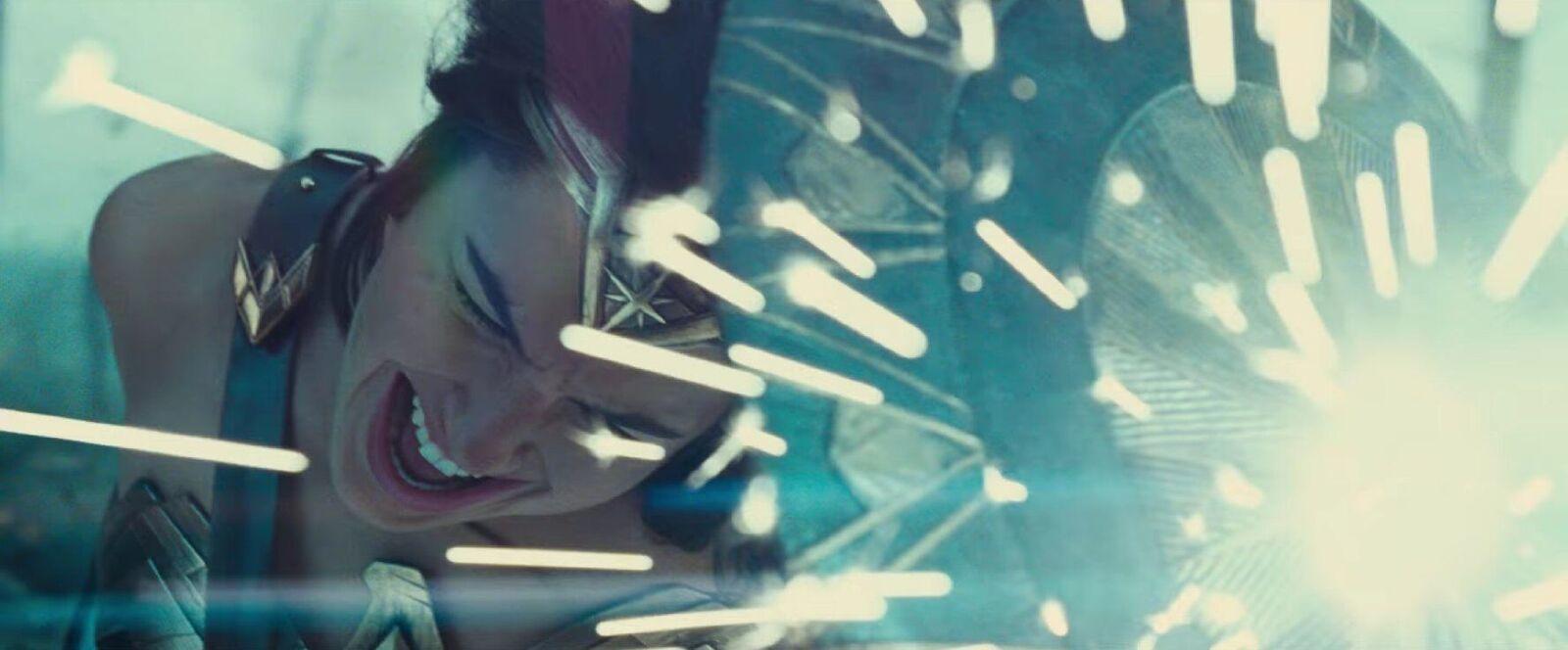 Phấn khích với màn nhá hàng hoành tráng của 'Wonder Woman'