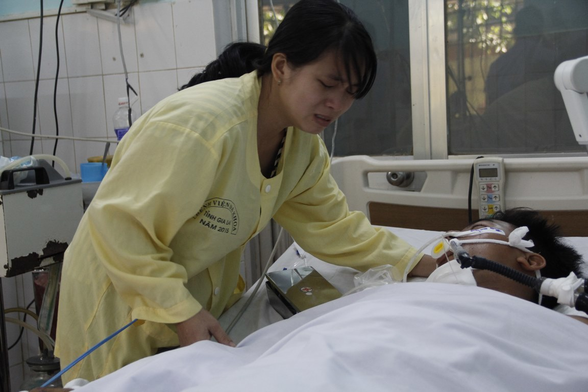 Tai nạn 13 người chết: Vợ tài xế xin lỗi trong nước mắt