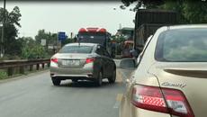 Ô tô con chạy lấn làn bị xe khách 'dạy' bài học nhớ đời