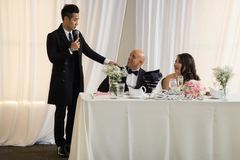 MC Nguyên Khang rơi nước mắt trong ngày cưới của em gái