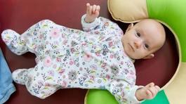 Cha mẹ có nên xỏ khuyên tai quá sớm cho con?
