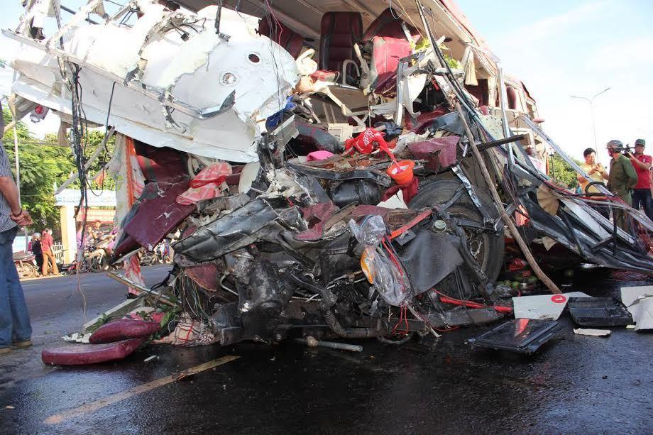 Vụ tai nạn 13 người chết: Sự cố xe hay nguyên nhân bí ẩn khác?