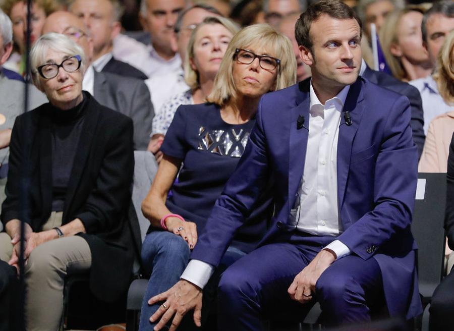 Bố mẹ Tổng thống Pháp phản ứng thế nào khi con hẹn hò cô giáo?