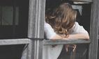 Chồng trở mặt, công khai tình nhân ngay khi nhà vợ cắt 'viện trợ'