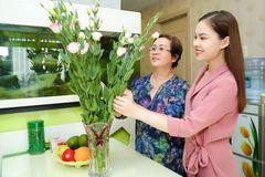 Giang Hồng Ngọc mua nhà 5,5 tỷ tặng mẹ