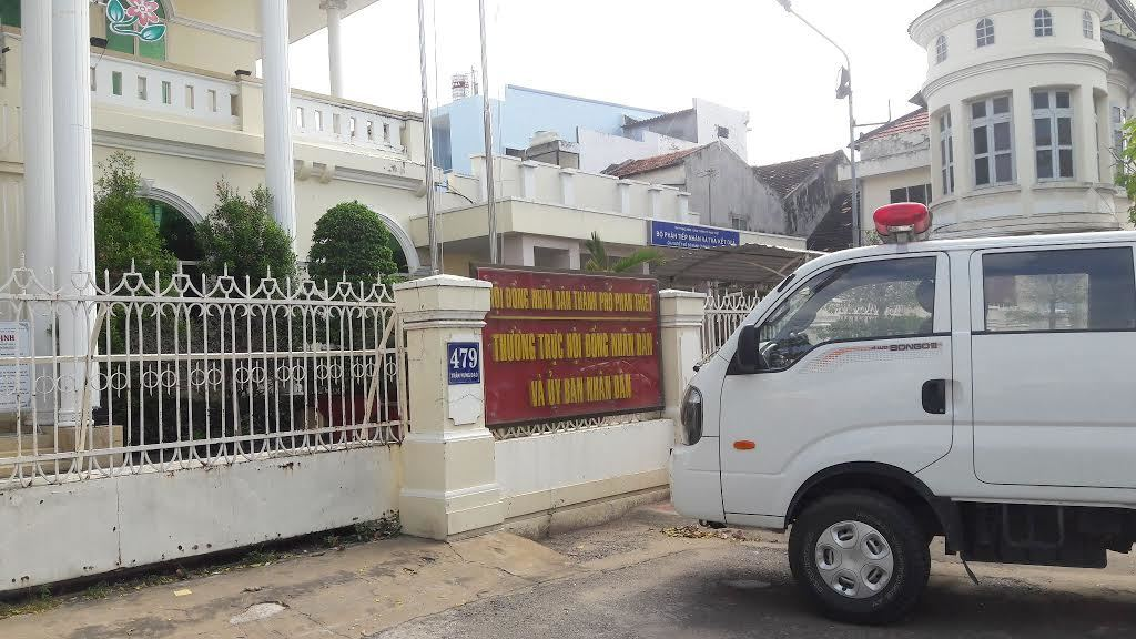 vụ 2 con dấu ở Phan Thiết, dùng hai con dấu khác nhau, UBND TP Phan Thiết, kiểm điểm