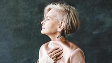 Gu thời trang có một không hai của nữ giảng viên 63 tuổi