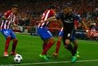 Pha qua người kinh điển của Benzema khiến Atletico vỡ vụn