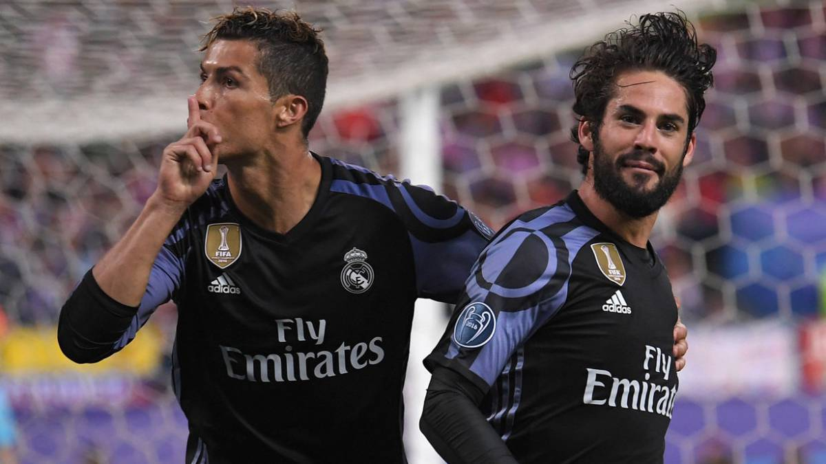 Trêu tức chủ nhà, Ronaldo suýt bị Torres cho ăn đòn