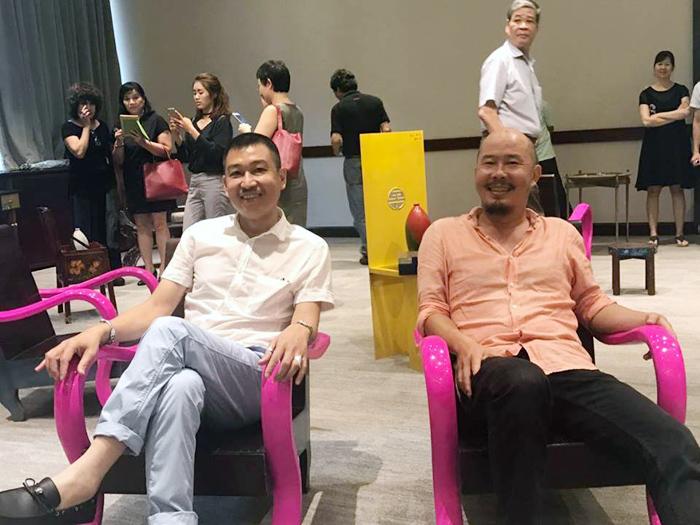 Chiếc ghế hồng gây xôn xao của Đạt 'rồ'