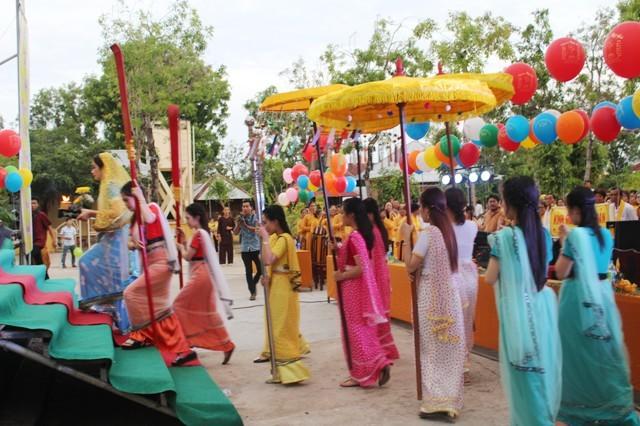 Tăng ni, Phật tử cả nước mừng Đại lễ Phật đản năm 2017
