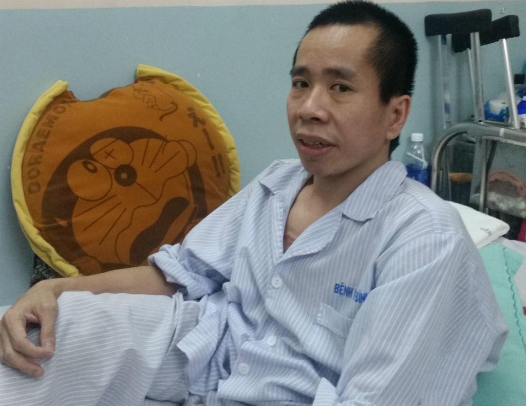 Phẫu thuật cho người em cặp song sinh dính liền Việt - Đức