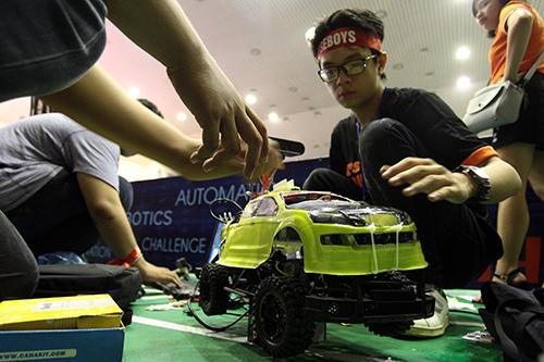 Sinh viên chế tạo xe không người lái đầu tiên ở Việt Nam