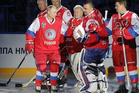 Tổng thống Nga Vladimir Putin ngã dúi dụi khi chơi khúc côn cầu