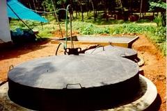 Ba anh em ruột lần lượt tử vong dưới hố biogas